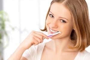 セラミック歯の装着後に咬み合わせ、使用感などの確認