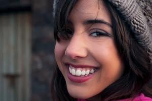 歯並びを良くするセラミック矯正でガミースマイルが治せるの?