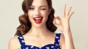 セラミック矯正は歯肉整形との併用で「歯並び」と「ガミースマイル」を同時に改善