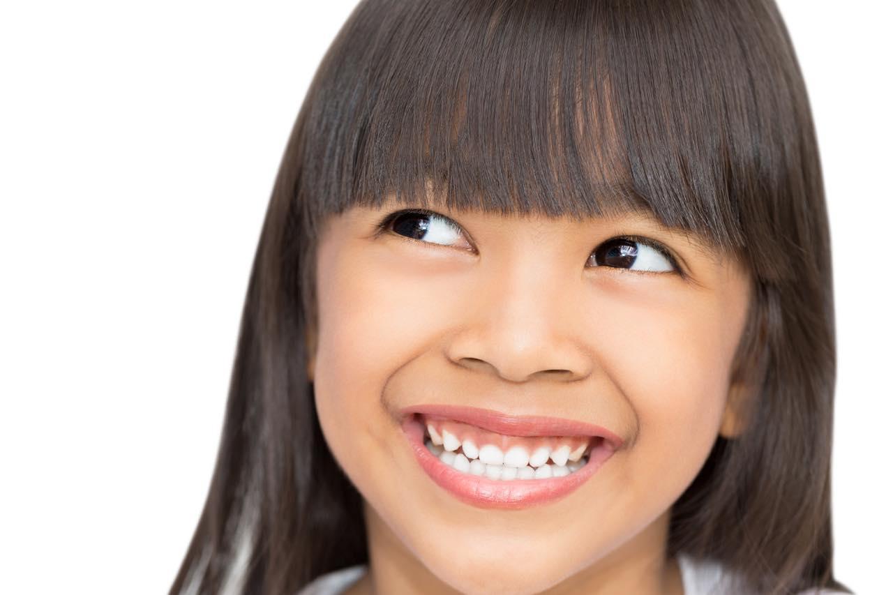 子供にガミースマイルは遺伝するの?原因と子供矯正の種類