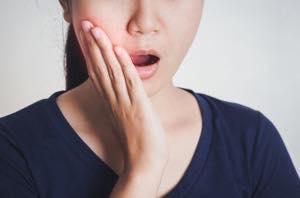 セラミックインレーの治療後、期間が経ってから歯がしみる3つの原因