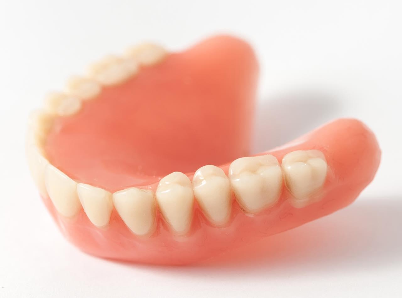 ズレにくくなる入れ歯安定剤ポリグリップの使い方