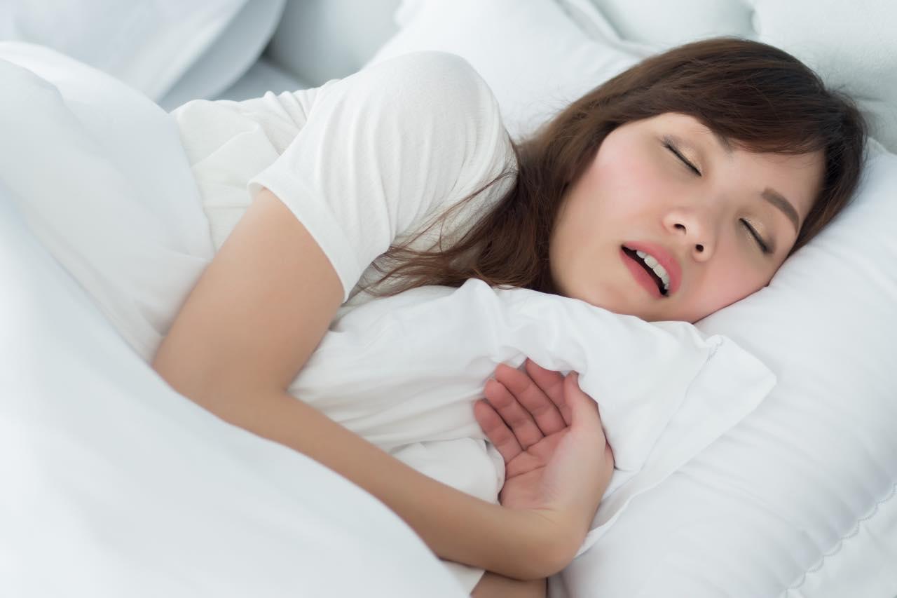 睡眠時無呼吸症候群が疑われたら何科を受診すればいいの?歯医者でも治せるの?