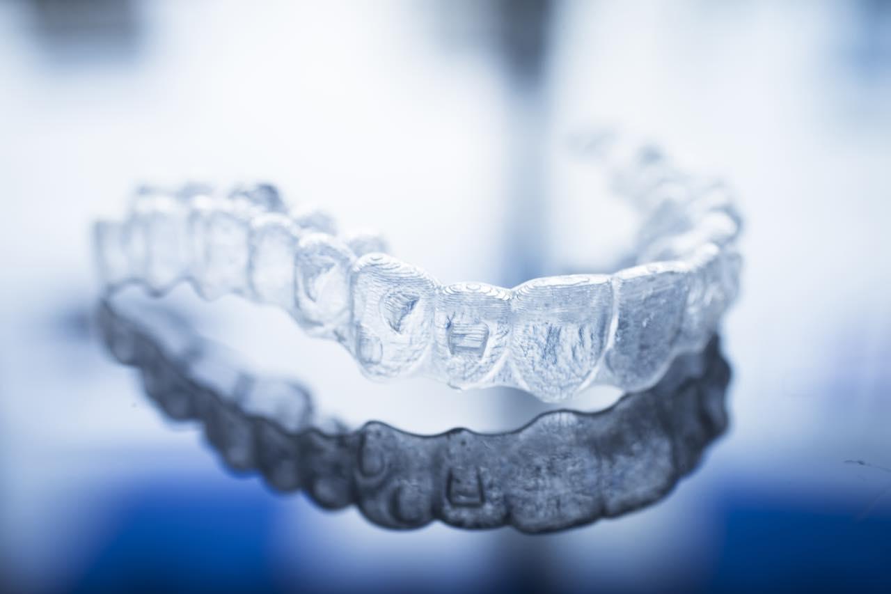 歯の移動を加速させるオルソパルスとは?インビザラインへの応用についても解説